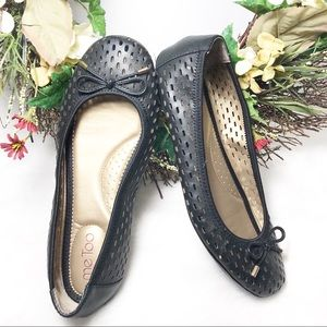 Me Too women's Black loafers/Flats Shoes Size 7.5M